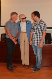 Carmelo Lisón junto a los conferenciantes